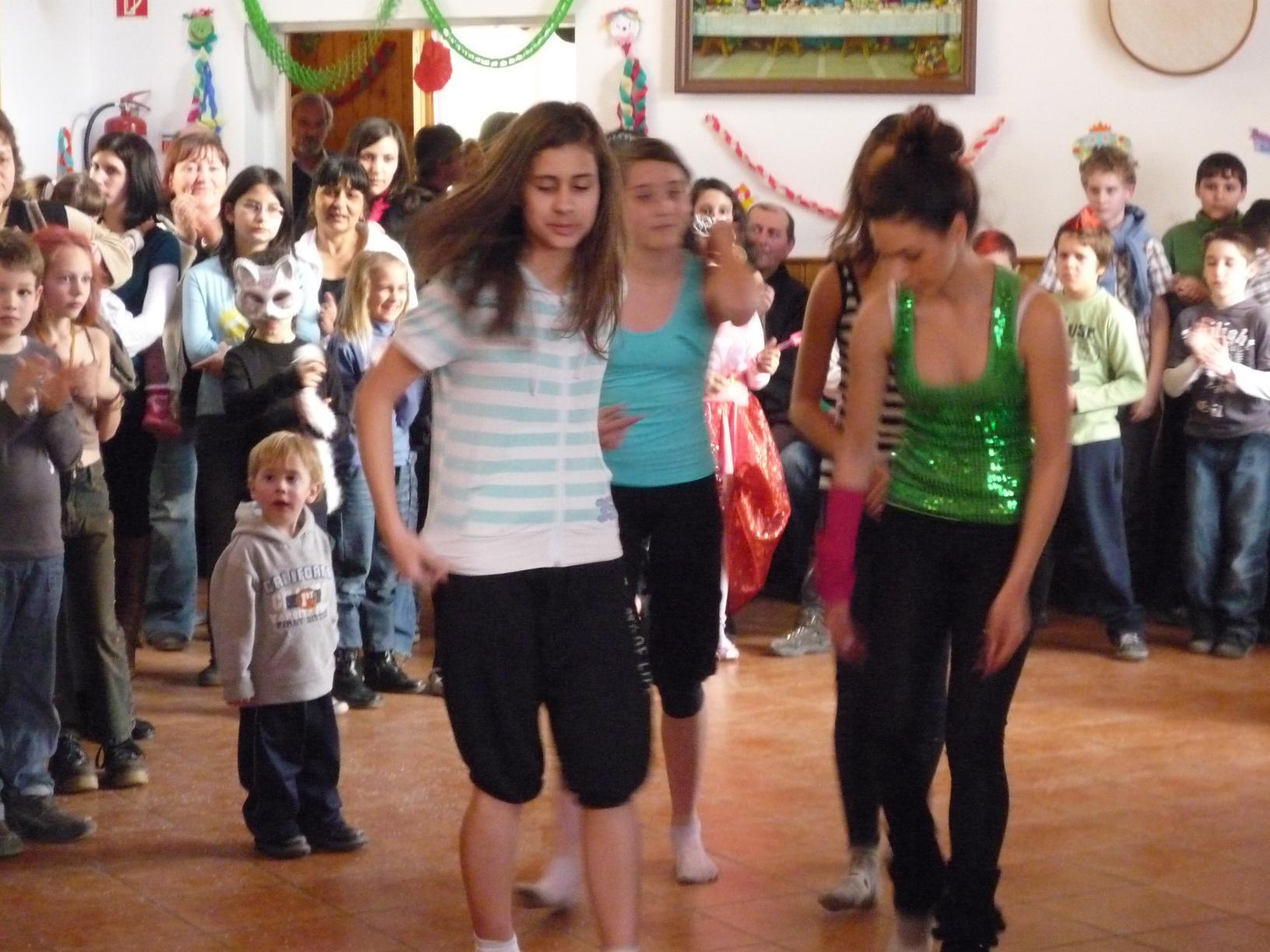Táncos lányok műsora 1