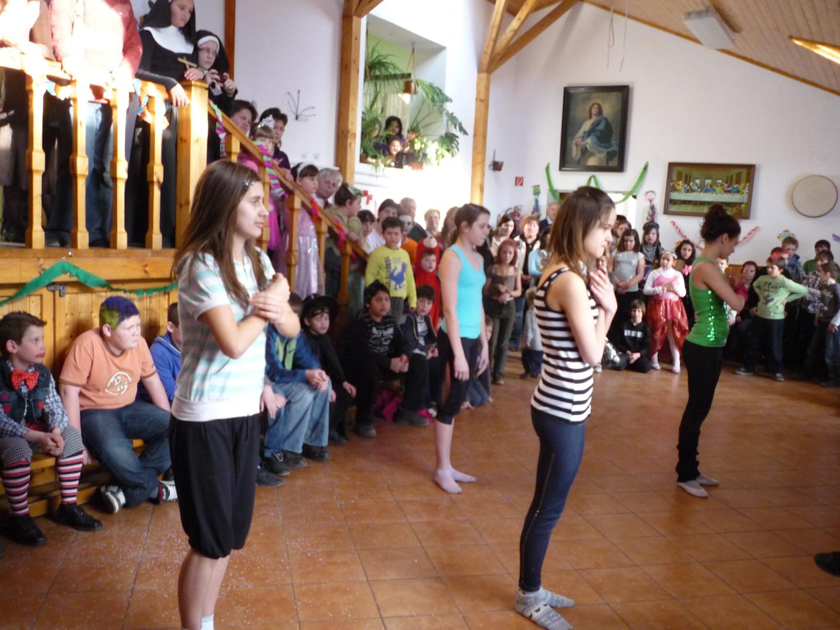 Táncos lányok műsora 2